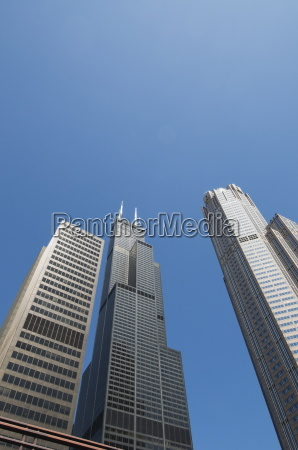 sears tower with white aerials chicago