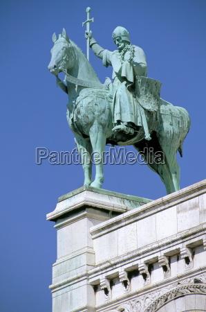 statue of st louis on basilique