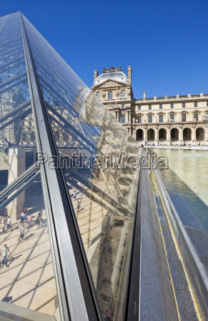 the louvre art gallery museum and