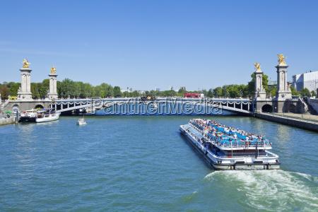 river seine cruise boat bateaux mouches