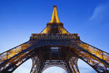 eiffel tower in the evening paris