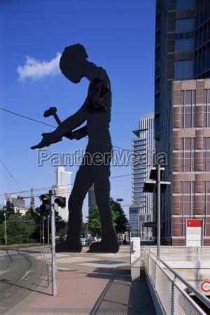 statue of a hammering man frankfurt