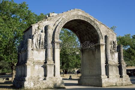 roman arch st remy de provence