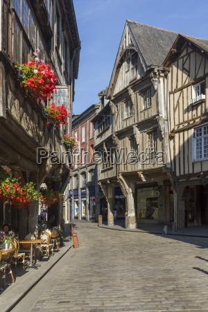 rue de lapport old town dinan