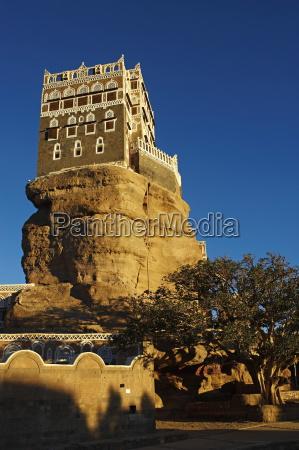 rock palace dar al hajar wadi
