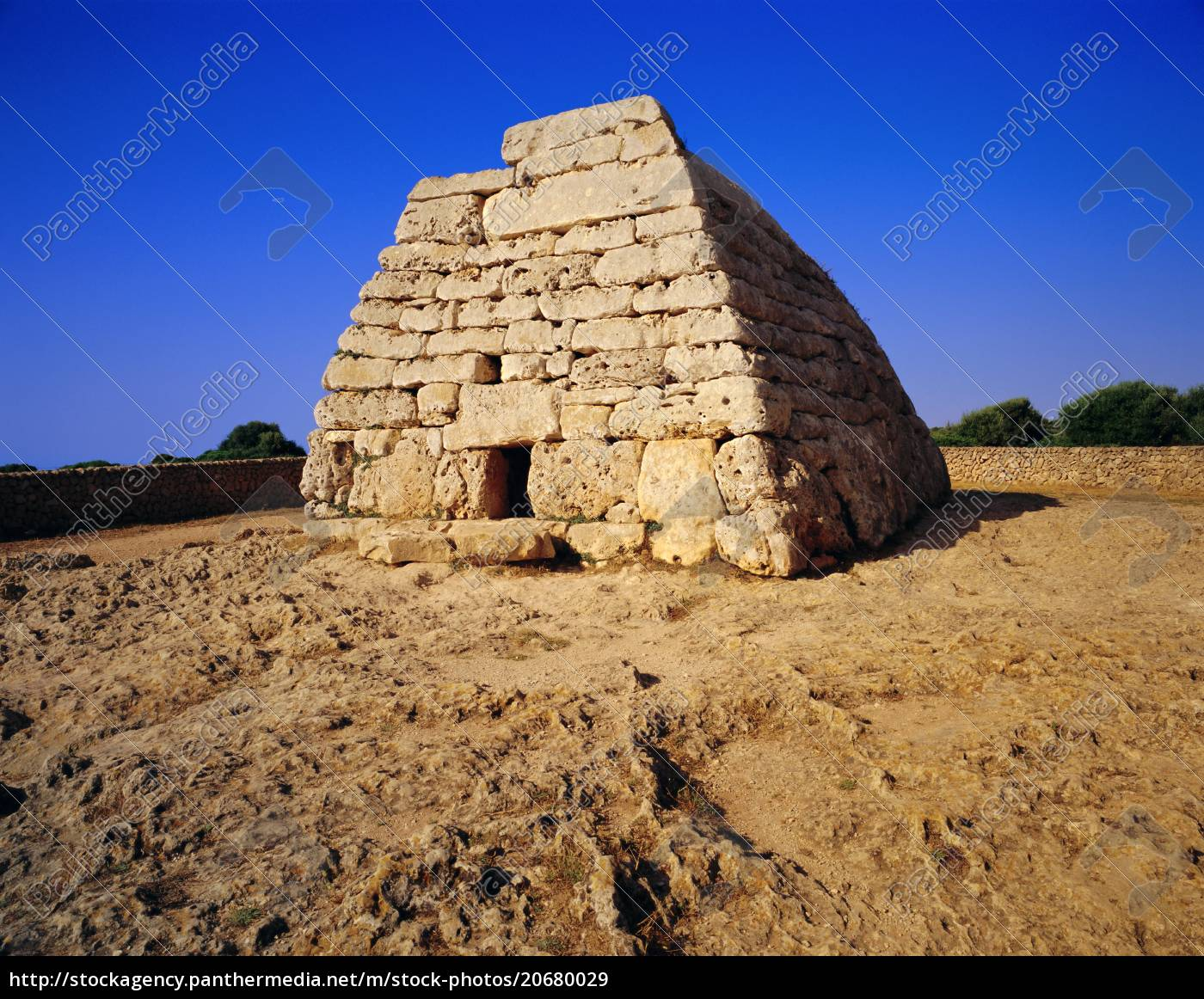 naveta, es, tudons, , menorcan, talayotic, (neolithic) - 20680029