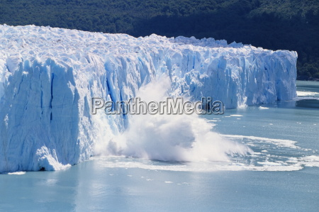 gletschereis schmelzen und eisberge bei perito