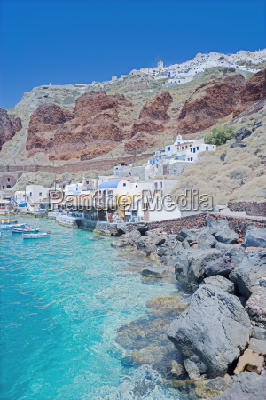 ammoudi fishing village overlooked by oia