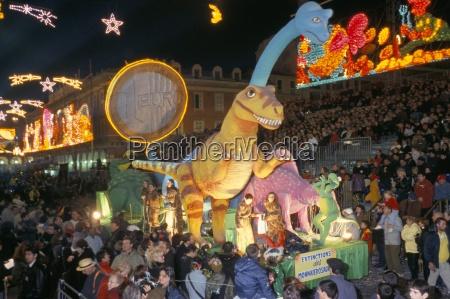 defile aux lumieres carnival place massena