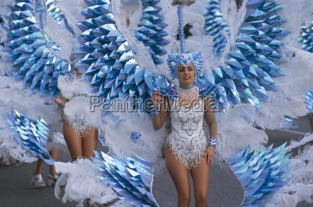 carnival parade battle of the flowers