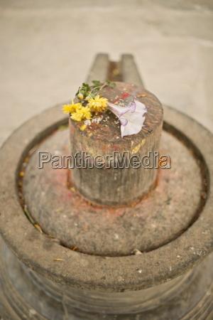 stein shiva lingam ein erotisches phallussymbol