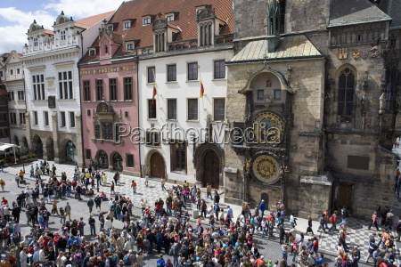 crowds of tourists in front of
