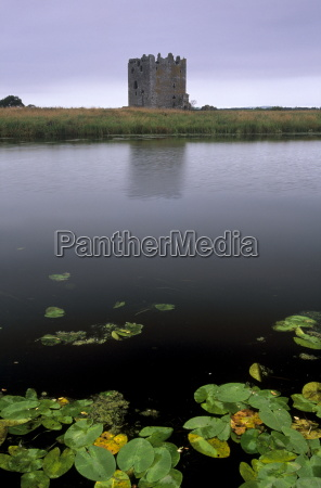 threave castle fortress of the douglas