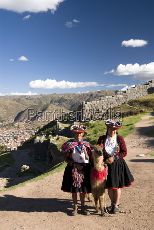 inca women in traditional dress and