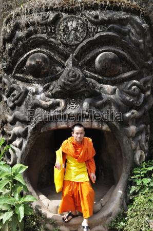 monk and statue xieng khuan buddha