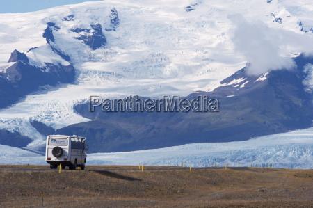 ein touristenbus auf der ringstrasse route