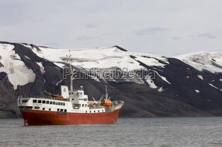 antarktisches traumschiff telefonbucht taeuschungsinsel suedshetlandinseln antarktis