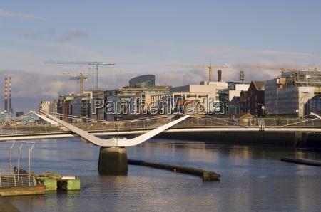sean ocasey bridge over liffey river