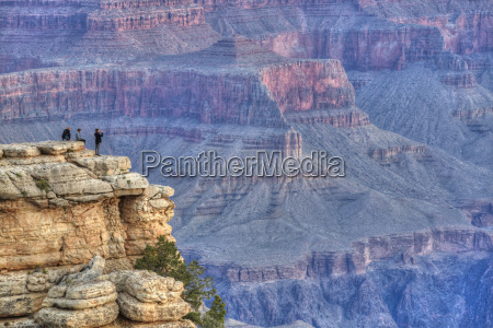 tourists at mather point early morning