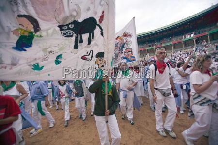 clubs parade in plaza de toros