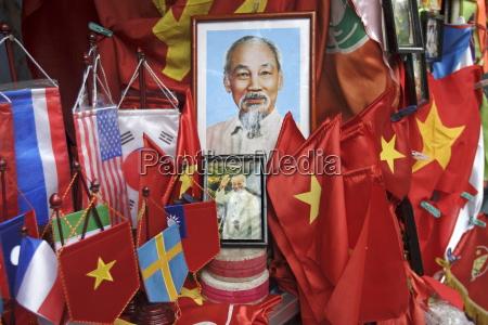 vietnamesische flaggen und portraets von ho