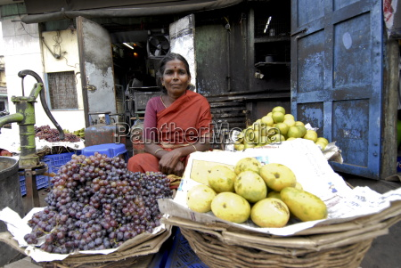 fruit stall in the market madurai