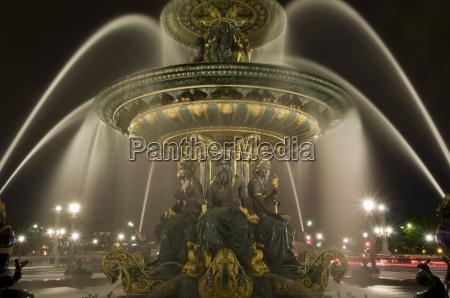 place de la concorde fountains at