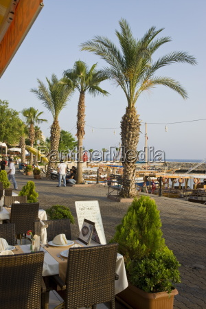 restaurants and cafes in the resort