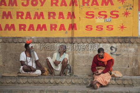 sadhus holy men ghats varanasi uttar