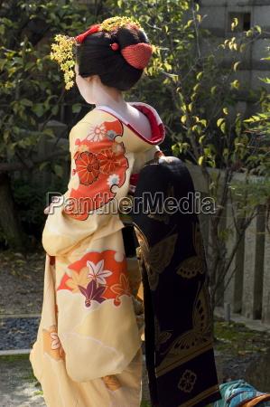 geisha maiko in gion kyoto city