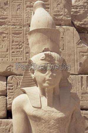 statue of the pharaoh ramses ii