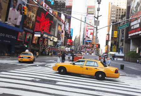 taxi cabs in times square midtown