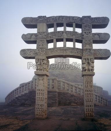 gateway buddhist stupa sanchi unesco world