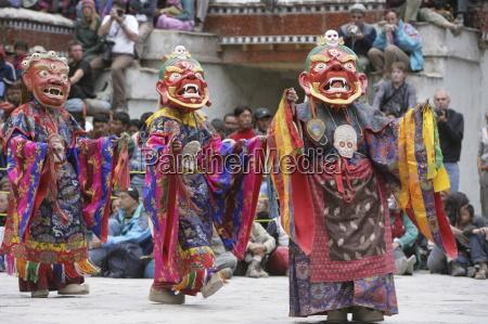 lamas dancing at the hemis festival