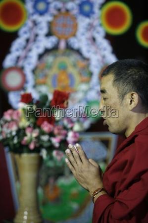 buddhist prayer at vincennes pagoda paris