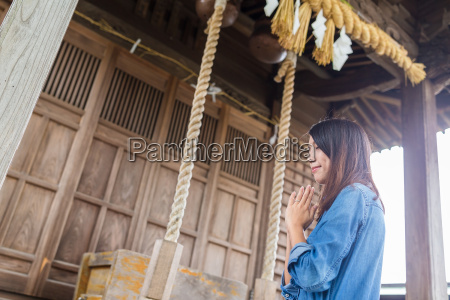 woman pray in japanese temple