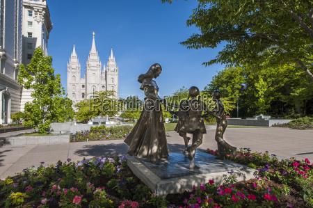joyful moment statue temple square salt