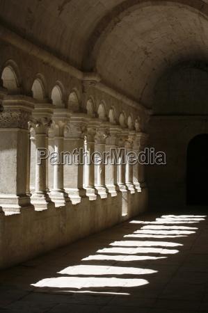 notre dame de senanque abbey cloister