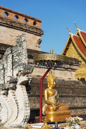 buddha statue wat chedi luang worawihan