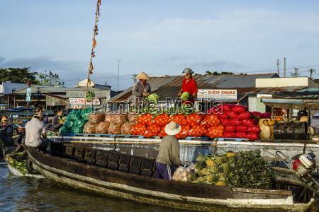 cai rang floating market at the