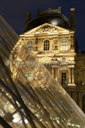 louvre reflections in glass pyramid at