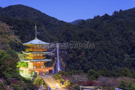 pagoda shinto shrine nachi no taki