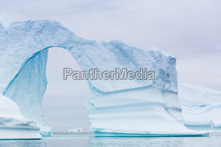 geerdete eisberge sydkap scoresbysund nordostgroenland polarregionen