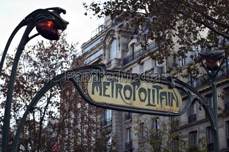 metropolitain zeichen und eingang zum pariser