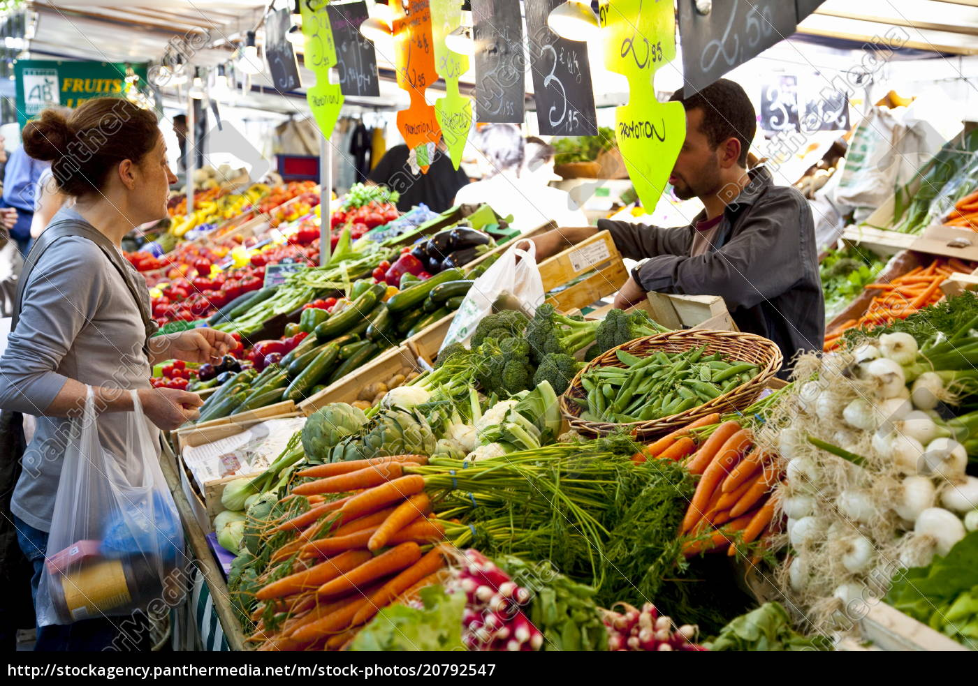 menschen, einkaufen, auf, dem, markt, place, monge, paris, frankreich, europa - 20792547