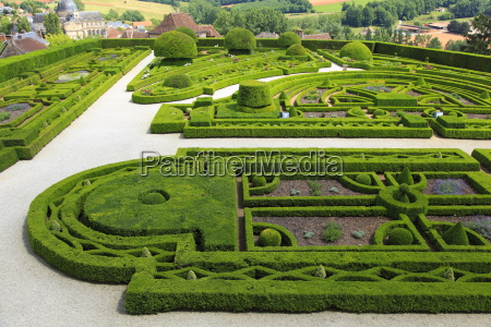 patterned garden of the castle grounds