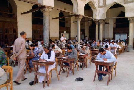 koranstudent in der alcazhar moschee in