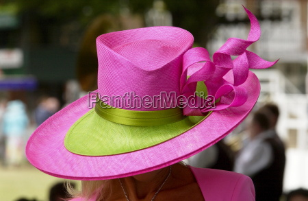 race goer wearing a huge hat