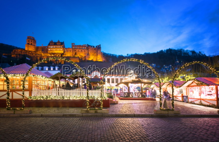 christmas market at karlsplatz in the