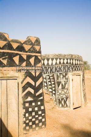haus gebaeude fahrt reisen afrika tuer